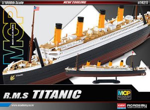 R.M.S. Titanic + Led Set Multi Color Par