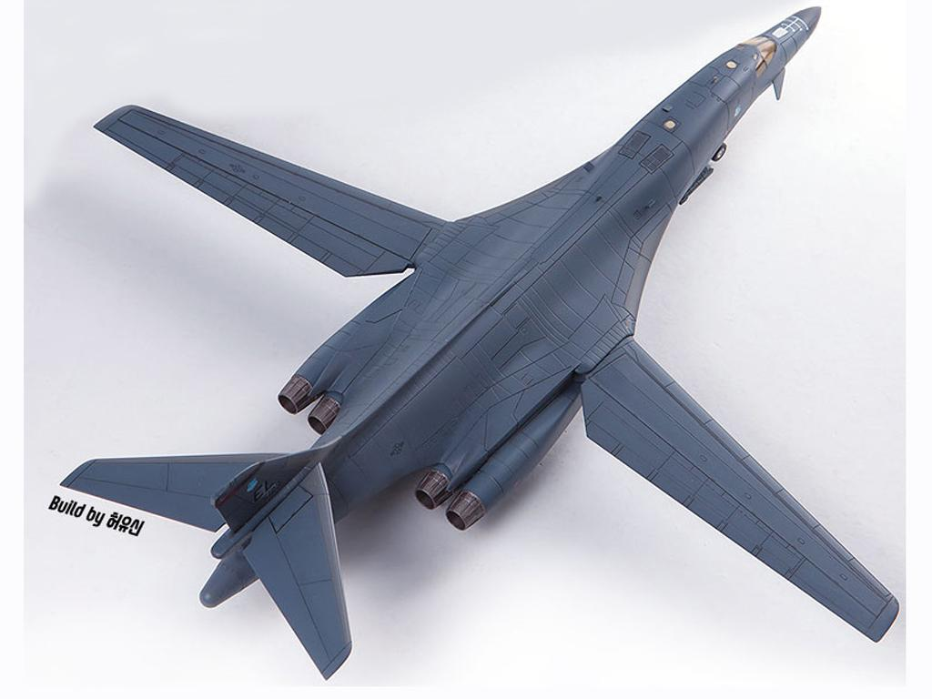 USAF B-1B 34th BS Thunderbirds (Vista 2)
