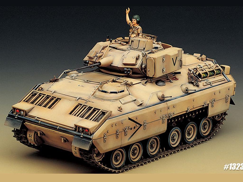 M2 Bradley U.S. Army (Vista 3)