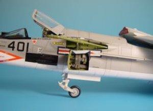 F-8E CRUSADER gun bay - HASEGAWA  (Vista 1)