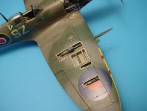 Spitfire Mk.IXc gun bay - Hasegawa  (Vista 1)