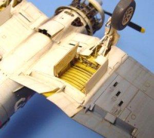 F4U-1 CORSAIR wheel bay – ACADEMY  (Vista 1)