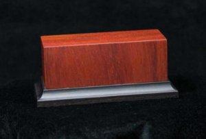Peana de madera noble de Padouk  (Vista 1)