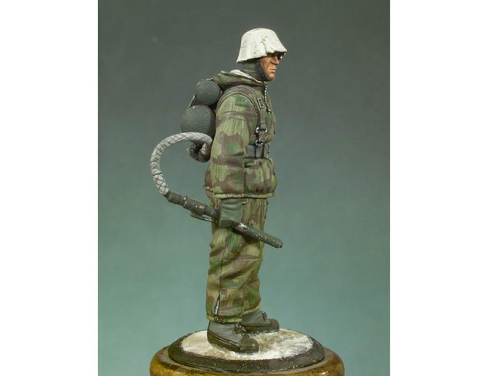Soldado Alemán con lanzallamas  (Vista 2)
