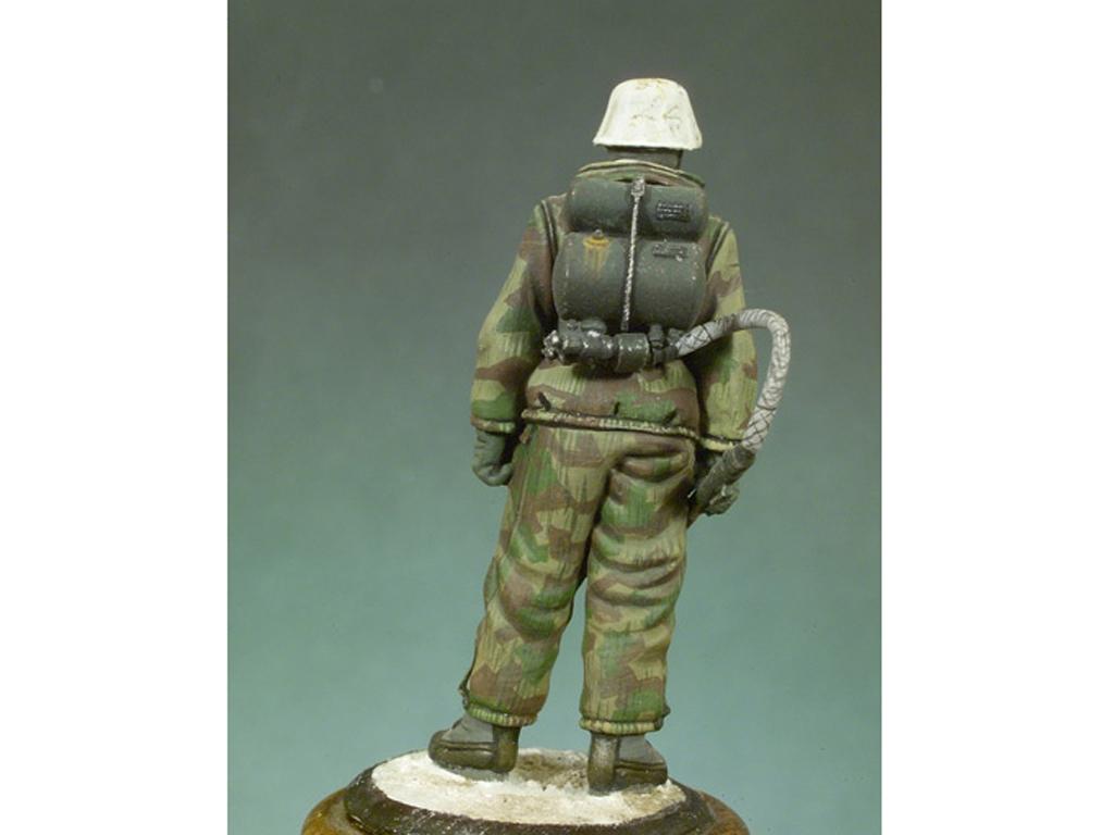 Soldado Alemán con lanzallamas  (Vista 3)