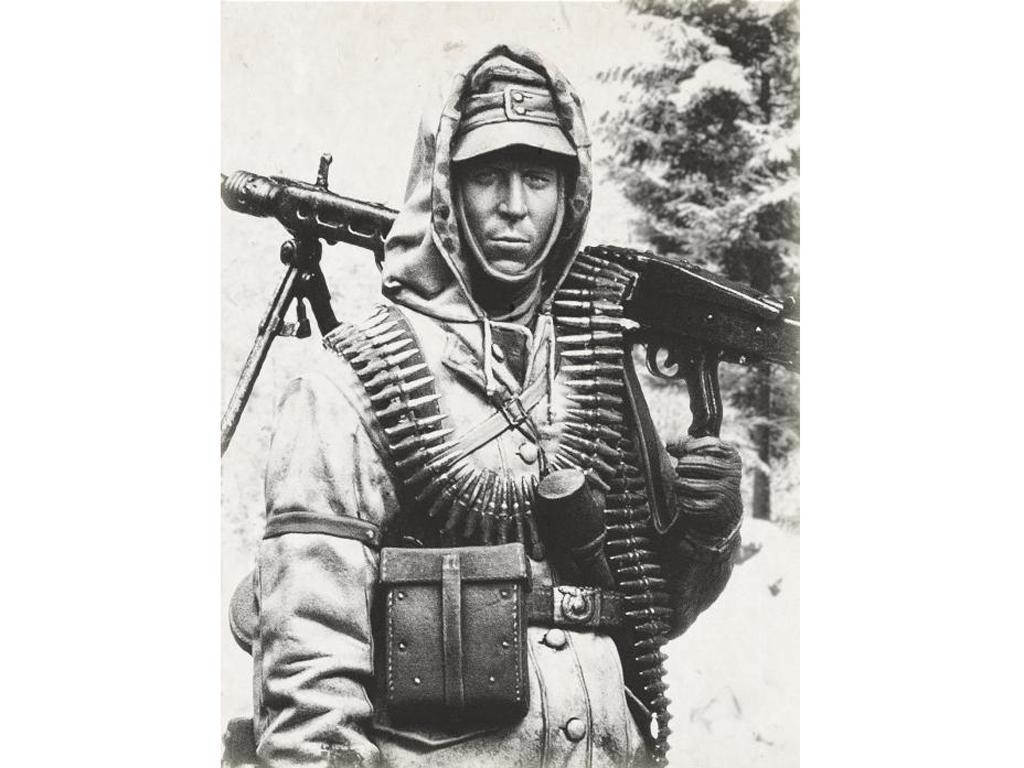 MG 42 SS Schütze, 1944 (Vista 8)