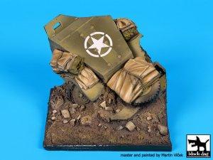 Destroyed US M2 base  (Vista 1)