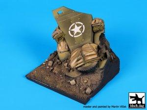 Destroyed US M2 base  (Vista 3)