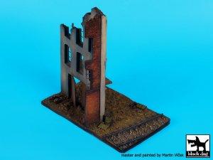 Fábrica en ruinas, con base de vias  (Vista 3)