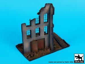 Fábrica en ruinas, con base de vias  (Vista 4)