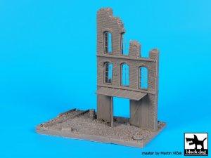 Fábrica en ruinas, con base de vias  (Vista 5)
