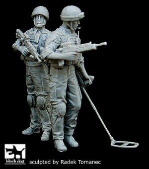 British minesweeper team in Afghanistan  (Vista 1)