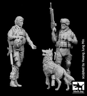 US woman + soldier with dog  (Vista 1)