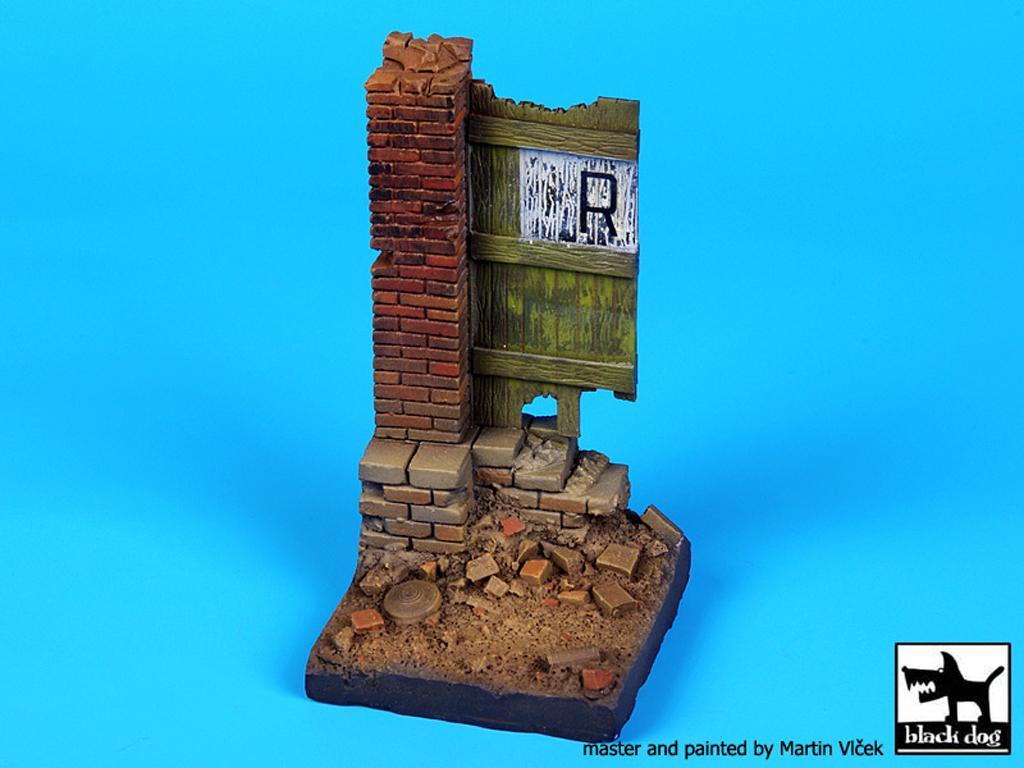 Columna y puerta (Vista 1)