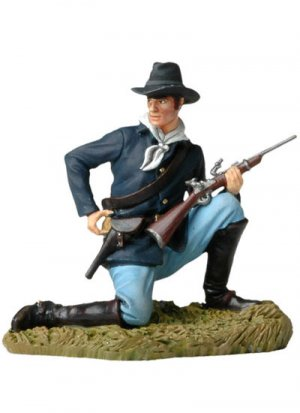 Kneeling US Cavalryman loading carbine  (Vista 1)
