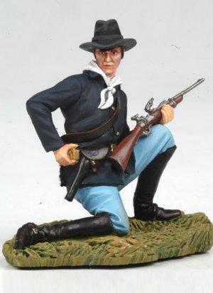 Kneeling US Cavalryman loading carbine  (Vista 2)