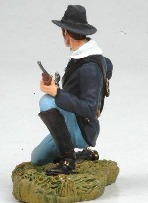 Kneeling US Cavalryman loading carbine  (Vista 4)