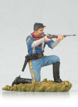 Kneeling US Cavalryman shooting carbine  (Vista 1)
