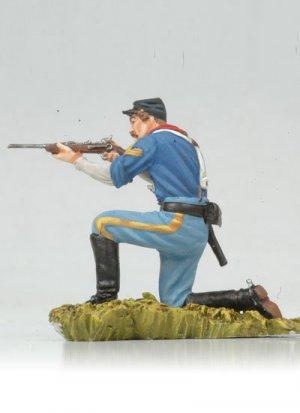 Kneeling US Cavalryman shooting carbine  (Vista 3)