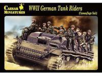 Alemanes sobre tanque (Vista 2)