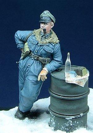 SS Oficial fumando en pipa  (Vista 4)