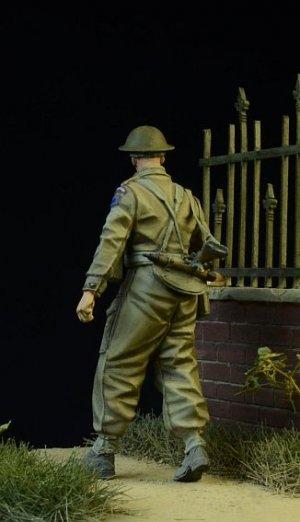 British/Commonwealth Infantryman walking  (Vista 2)