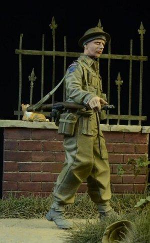 British/Commonwealth Infantryman walking  (Vista 4)