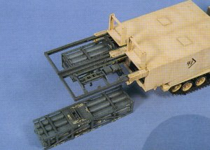 M270 MLRS /M26 Rocket  (Vista 3)