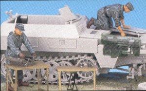 Motor Sd.Kfz.250 y mecanicos  (Vista 2)