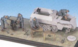 Motor Sd.Kfz.250 y mecanicos  (Vista 3)