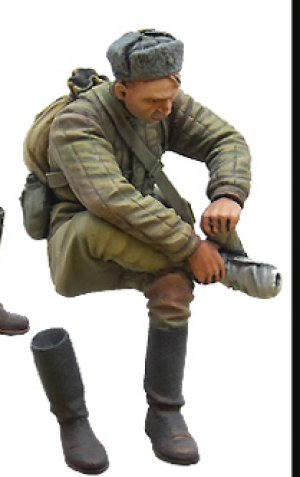 Soviet soldier on rest. WW2  (Vista 4)