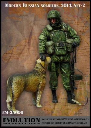 Soldados Ruso Moderno y perro Crimea  (Vista 1)