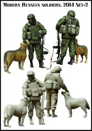 Soldados Ruso Moderno y perro Crimea  (Vista 2)