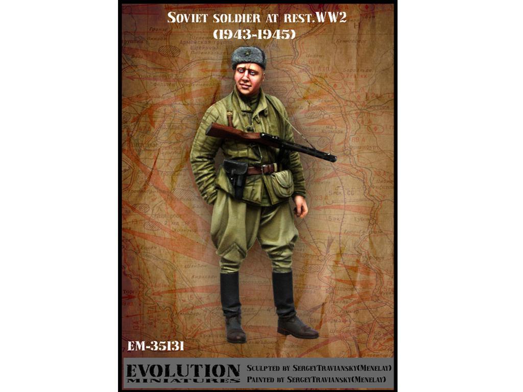 Soldado Sovietico descansando (Vista 1)