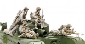 Bristish Infantry Riding with Churchill  (Vista 2)