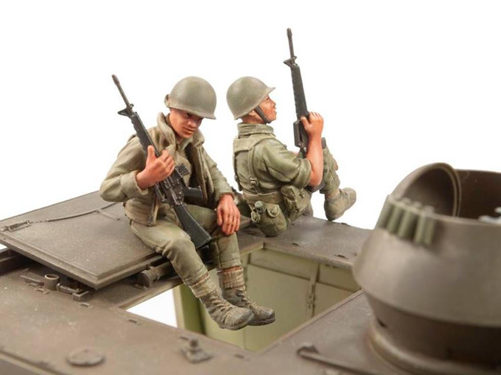 ARVN M-113 ACAV Crew in Vietnam War  (Vista 2)