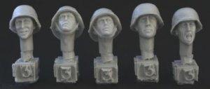 Cabezas Alemanas con cascos cubiertos  (Vista 1)