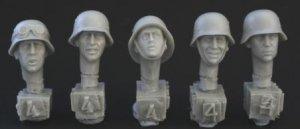 Cabezas Alemanas con cascos de Metal  (Vista 1)