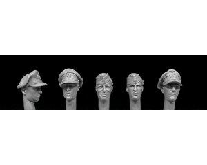 German Navy WW2 3 officers, 2 seamen  (Vista 1)