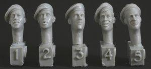 Cabezas diferentes con gorra  (Vista 1)