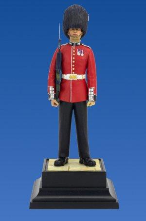 British Grenadier Queen's Guards  (Vista 2)