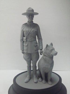 RCMP Female Officer with dog  (Vista 2)