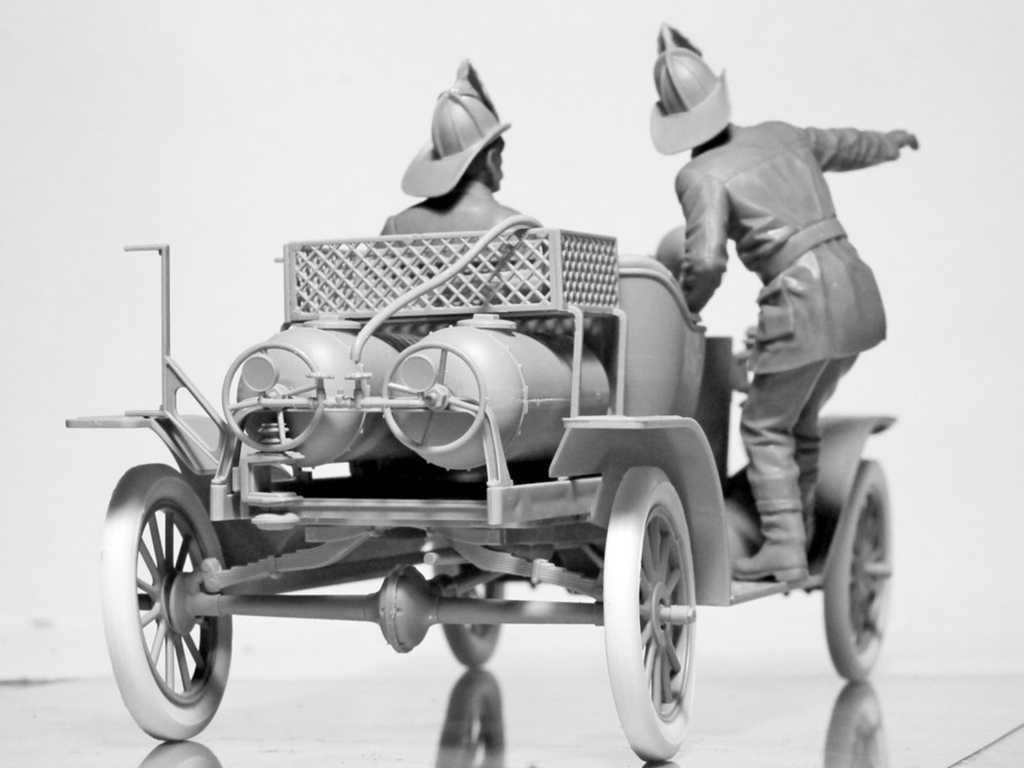 Model T 1914 Fire Truck with Crew   (Vista 12)