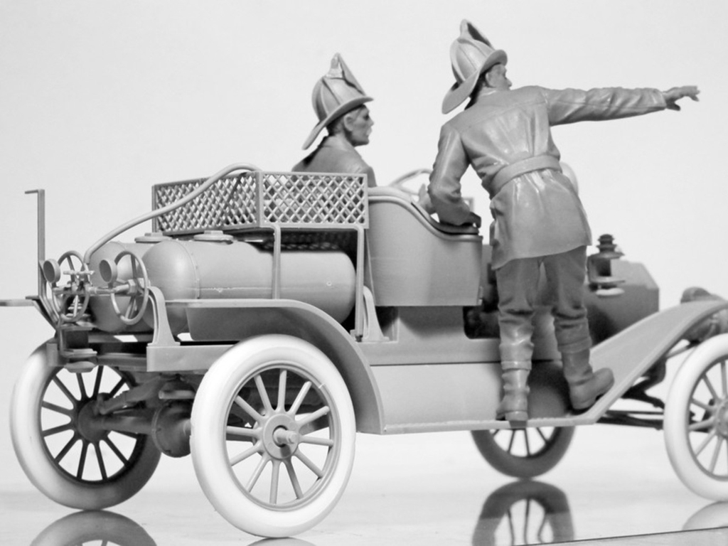 Model T 1914 Fire Truck with Crew   (Vista 13)