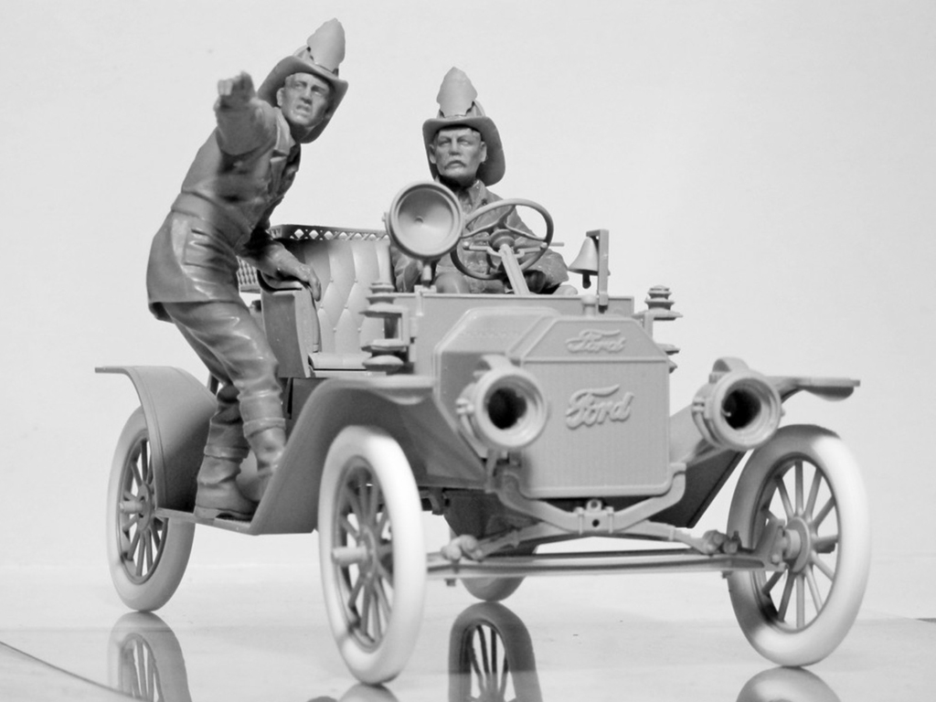 Model T 1914 Fire Truck with Crew   (Vista 9)