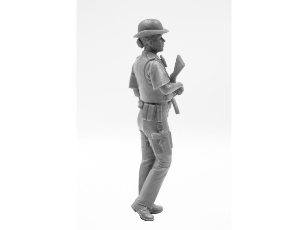 Oficial femenino de la policía británica (Vista 10)