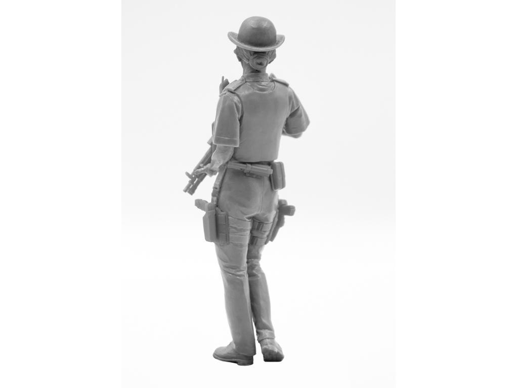 Oficial femenino de la policía británica (Vista 6)