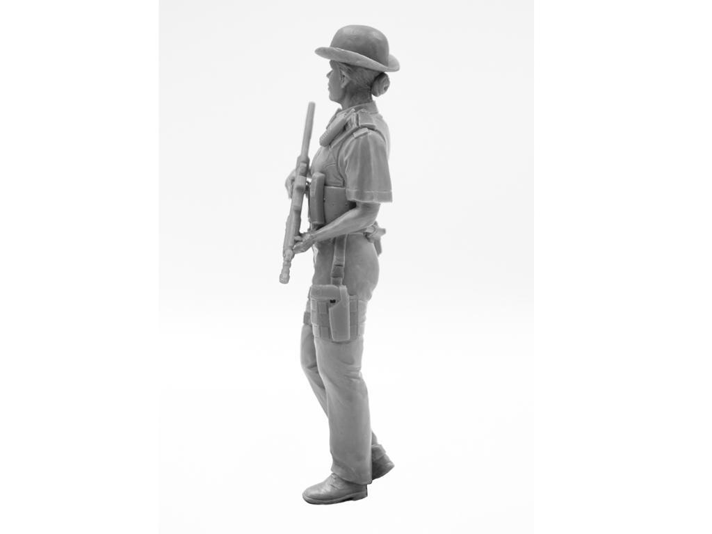 Oficial femenino de la policía británica (Vista 7)