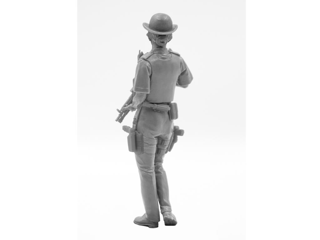Oficial femenino de la policía británica (Vista 8)