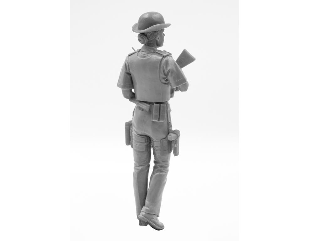 Oficial femenino de la policía británica (Vista 9)